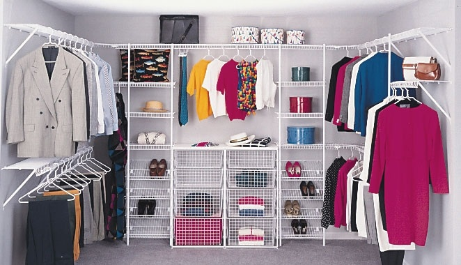 مواد تحتوي عليها ملابسك قد تسبب العقم Minimalist-Small-Walk-in-Closet-Design-Ideas